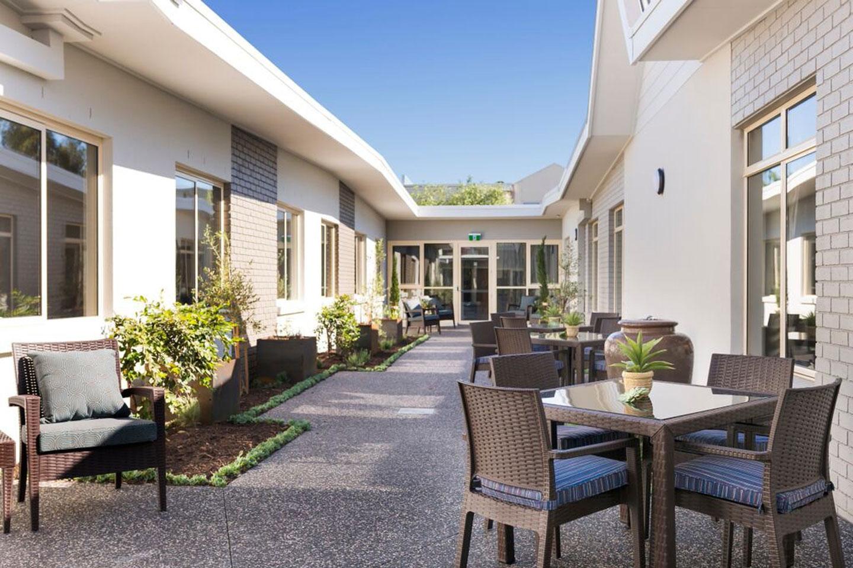 brunswick-outdoor-dinning